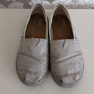 Tom's slip-on silver shoes